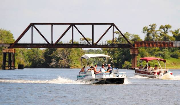 How Fast Will A 200 hp Pontoon boat go?